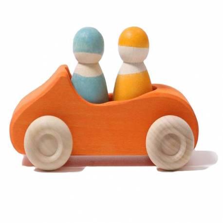 Coche de madera naranja con dos pasajeros Grimm's  De 1 a 3 años