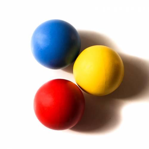 Bolas de madera en 3 colores  Bebés