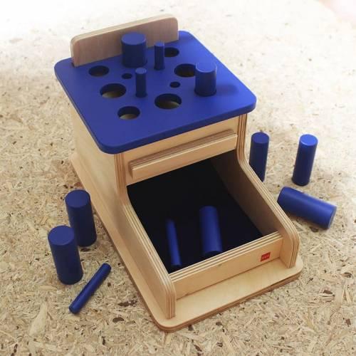 Caja de permanencia con cilindros azules  De 1 a 3 años