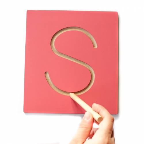 Letras Mayúscula en surco Montessori  Aprender a escribir