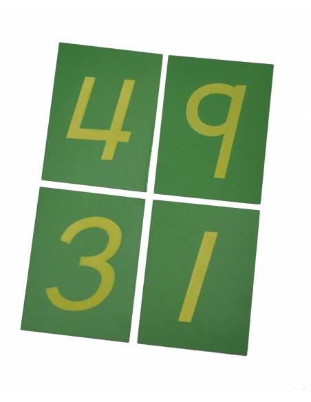 Números de lija sobre base de madera