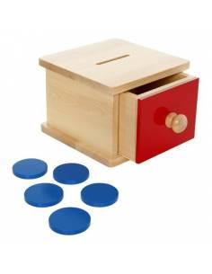 Hucha de madera con monedas y cajón