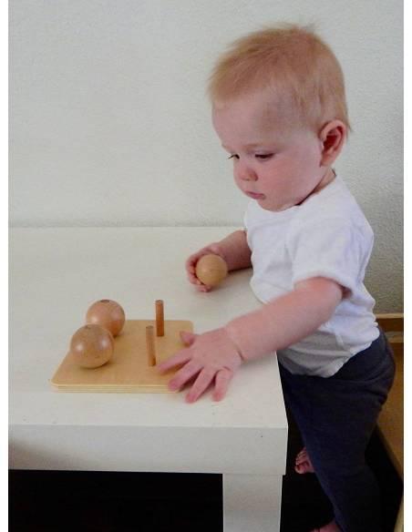 Esferas sobre base de madera para ensartar  Infant