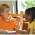 Las ventajas de tener un grupo de edades diferentes en un aula montessori